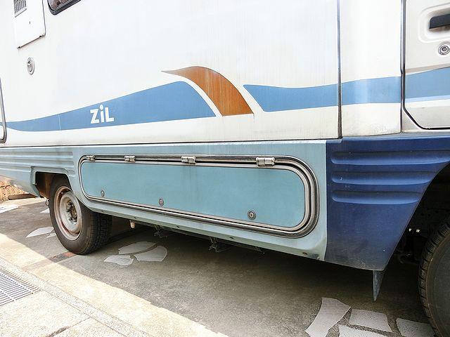 キャンピングカー 収納庫