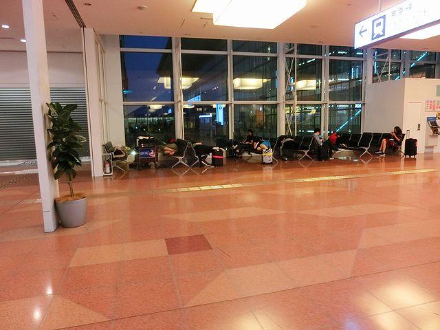 羽田空港国際線ターミナルビル ベンチ