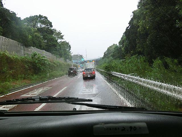 キャンピングカー 雨