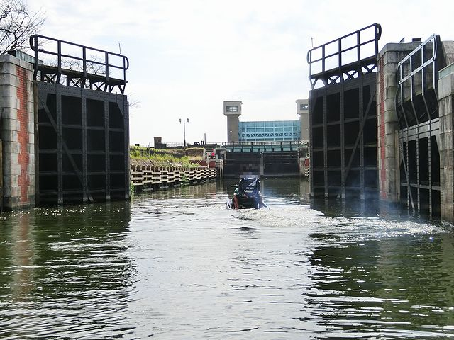 横利根閘門(よことねこうもん) ジェットスキー