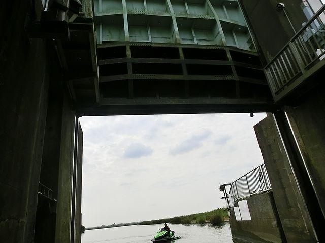 小見川閘門 ジェットスキー