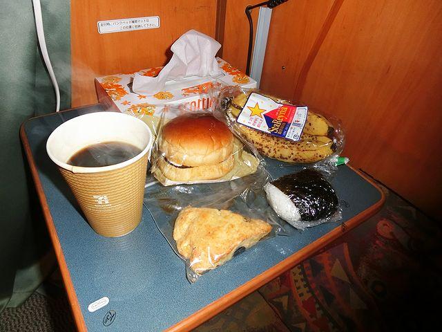 キャンピングカー 朝食