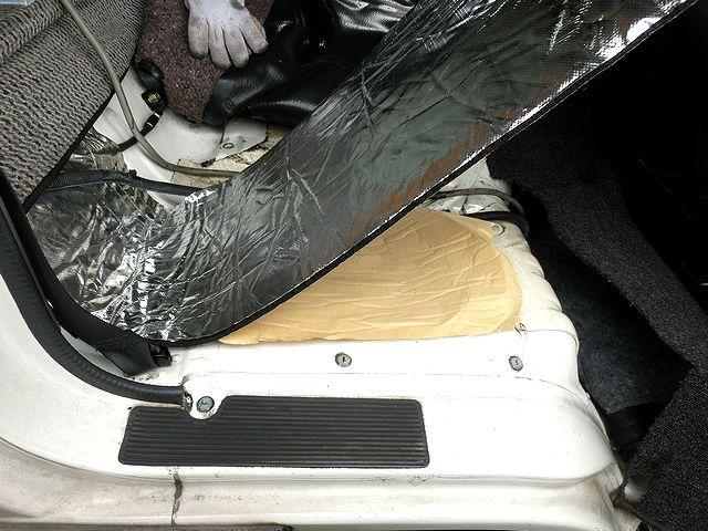 トラック 座席 断熱材