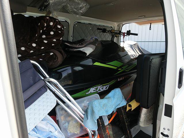 ジェットスキー ハイエース 車内